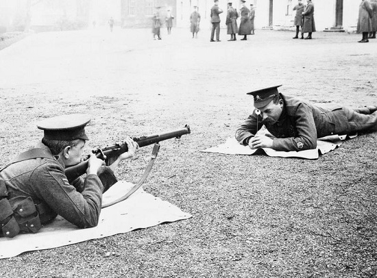 Imperial War Museum Image Q52552 Snap Shooting Instruction With A Short Magazine Lee Enfield Rifle At The British Army School Of Musketry In Hythe Kent