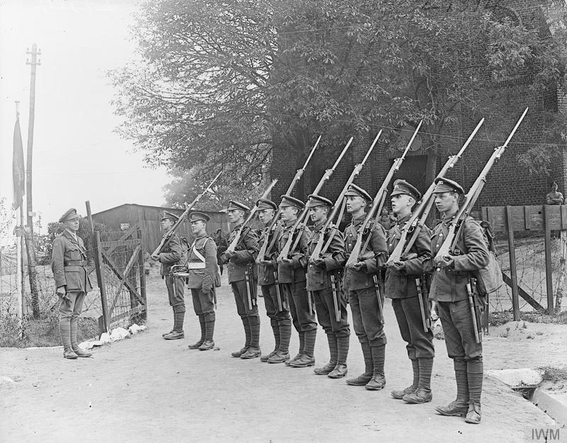 Guard of the 1/5th Battalion, South Lancashire Regiment (166th Brigade, 55th Division) near Bethune, 5 September 1918. Imperial War Museum image Q9481