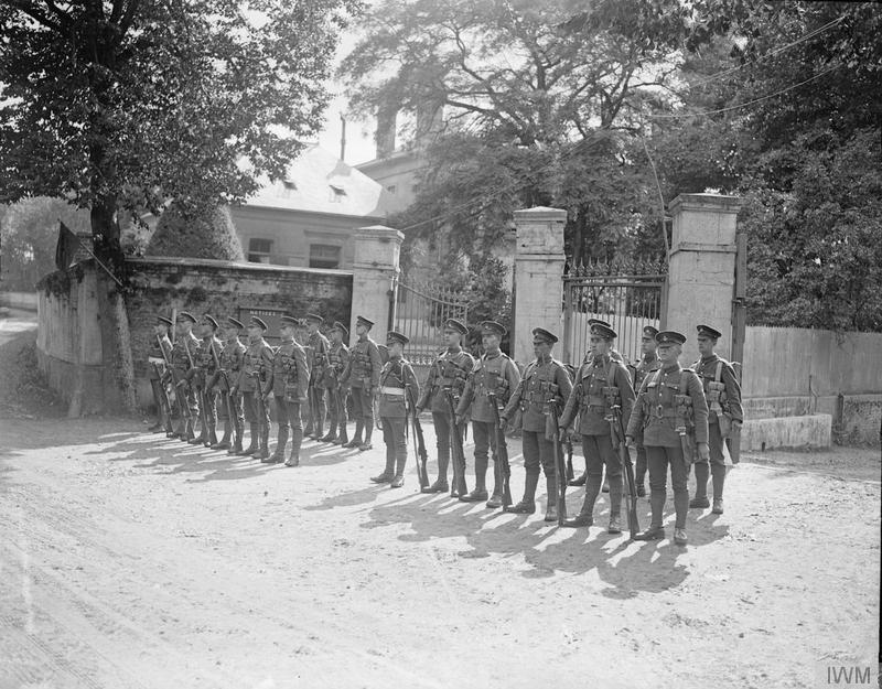Commander-in-Chief's Guard of the Guernsey Light Infantry, at the Chateau de Beaurepaire, near Montreuil, 15 September 1918. Imperial War Museum image Q9980