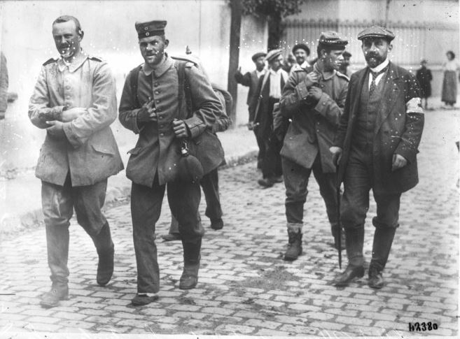 German prisoners of war captured by the British at La Ferté-sous-Jouarre. Press photograph sourced from http://gallica.bnf.fr/ark:/12148/btv1b6931809g with thanks