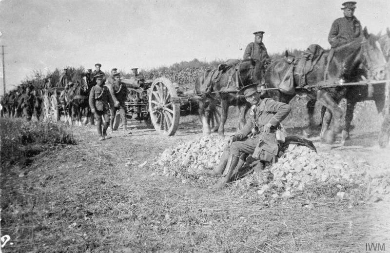 Advance to the Aisne. 60-pounders on the Royal Garrison Artillery on the move (19th Brigade), 12 September 1914. Imperial War Museum image Q51496