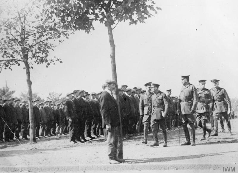 A review of Kitchener's Army. HM King George V and Lord Kitchener inspecting recruits at Aldershot, September 1914. Imperial War Museum image Q53277