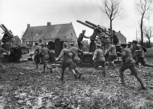 Men of an Anti-Aircraft Section of the Royal Garrison Artillery rushing to their guns on the approach of hostile aircraft.  Outskirts of Armentieres, March 1916.  The guns are Quick Firing 13-pounder, 9cwt., on a Mark III motor lorry mounting. From the Ministry of Information First World War Official Collection at the Imperial War Museum, copyright image Q460,with my thanks.