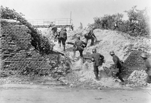 "A German machine gun section advancing to take up new positions in the ruins of a house on the Montdidier - Noyon sector of the front during ""Operation Gneisenau"" in June 1918. From the German First World War Official Exchange Collection at the Imperial War Museum, copyright image IWM Q55349,with my thanks."