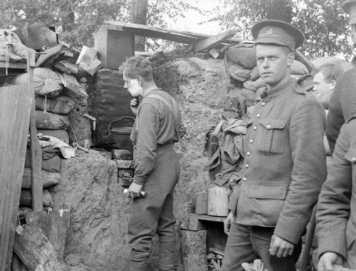 Canadian infantry in a front line breastwork in Ploegsteert Wood in October 1915. From the Royal Engineers Collection at the Imperial War Museum, copyright image Q29024, with my thanks.
